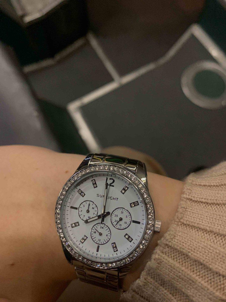 Шикарные удобные часы!