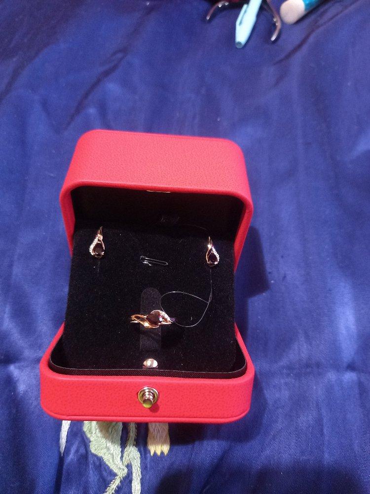 Золотые серёжки с бриллиантами и гранатом