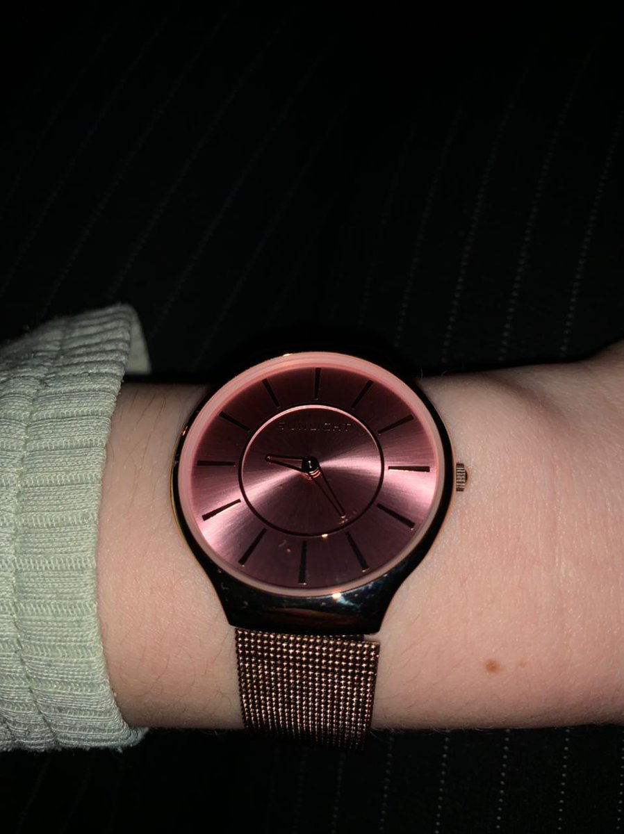 Часы красивые)