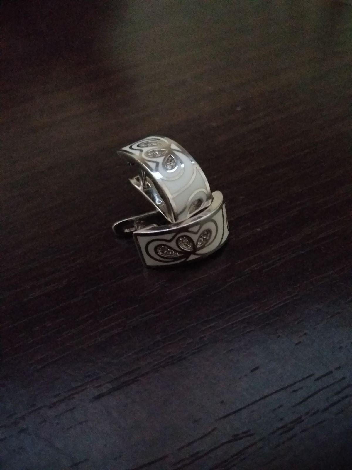 Изящные серьги из серебра с эмалью