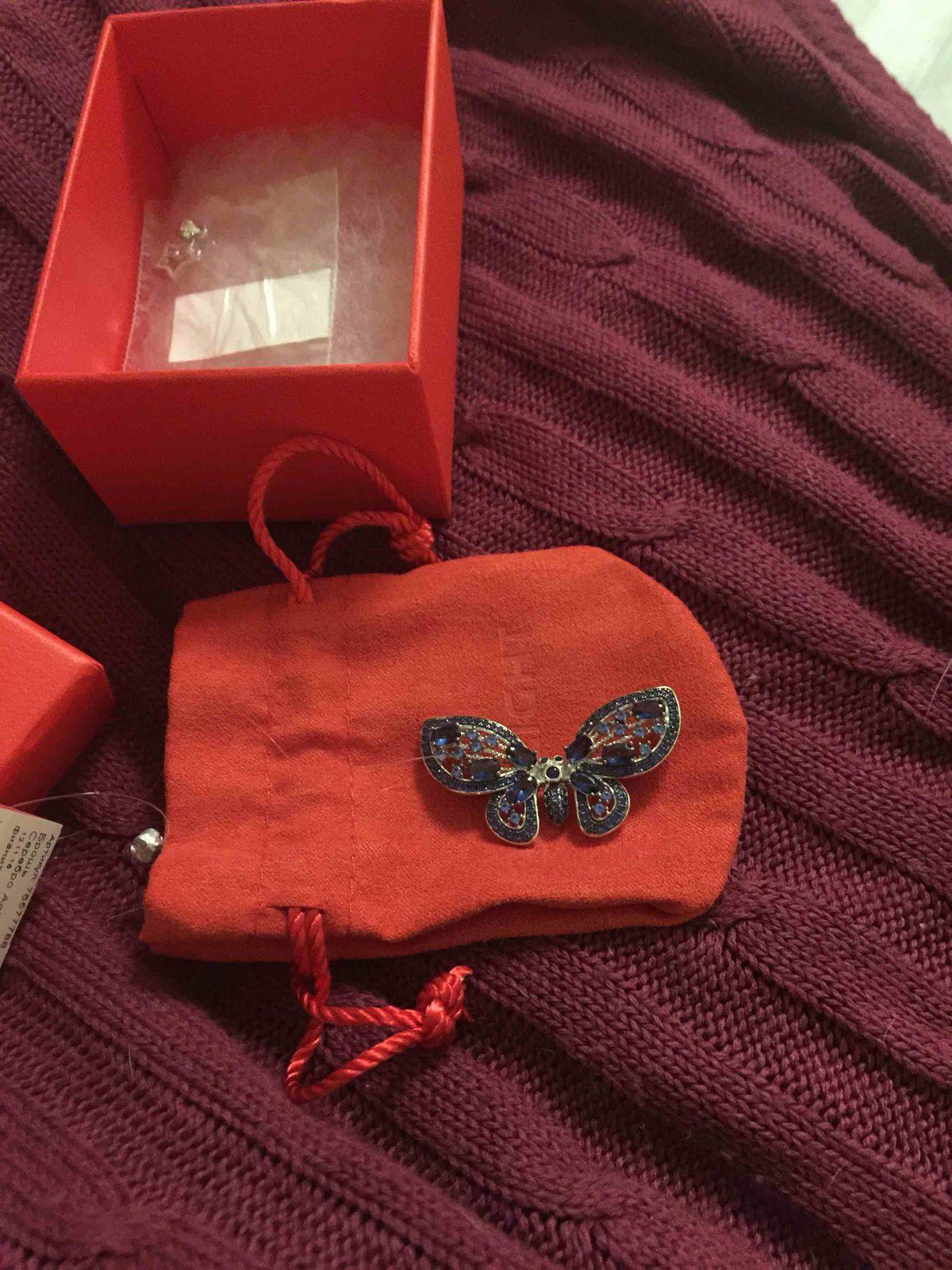 Бабочка просто красивая