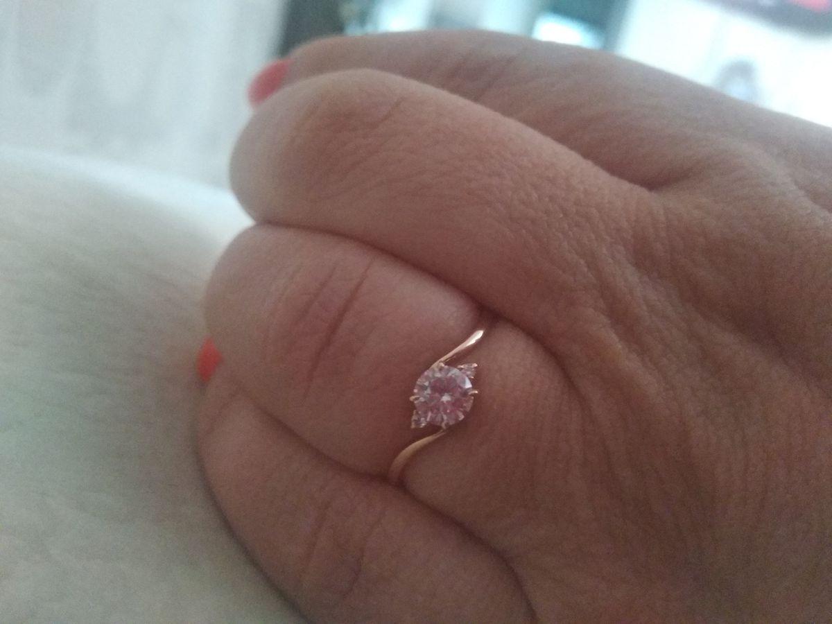 Купила кольцо ТК понравилось не только цена, а ещё оно просто красивое.