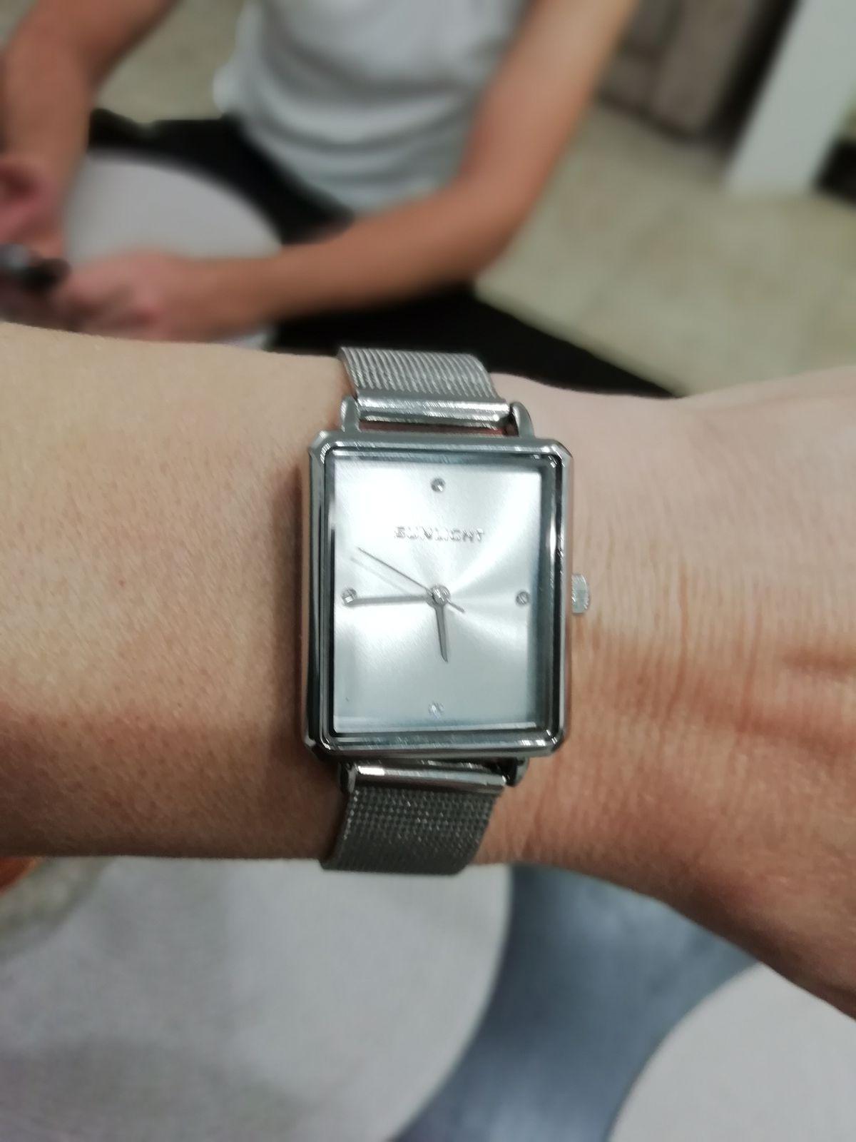 Купил жене часы