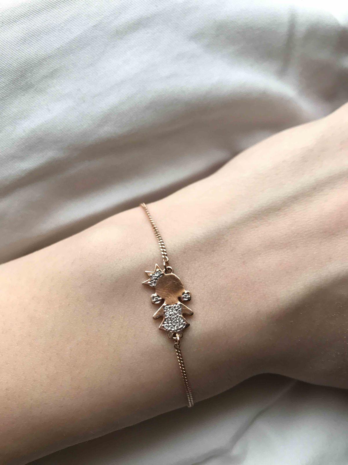 Прекрасный браслет, ношу не снимая уже второй год, камни все на месте.