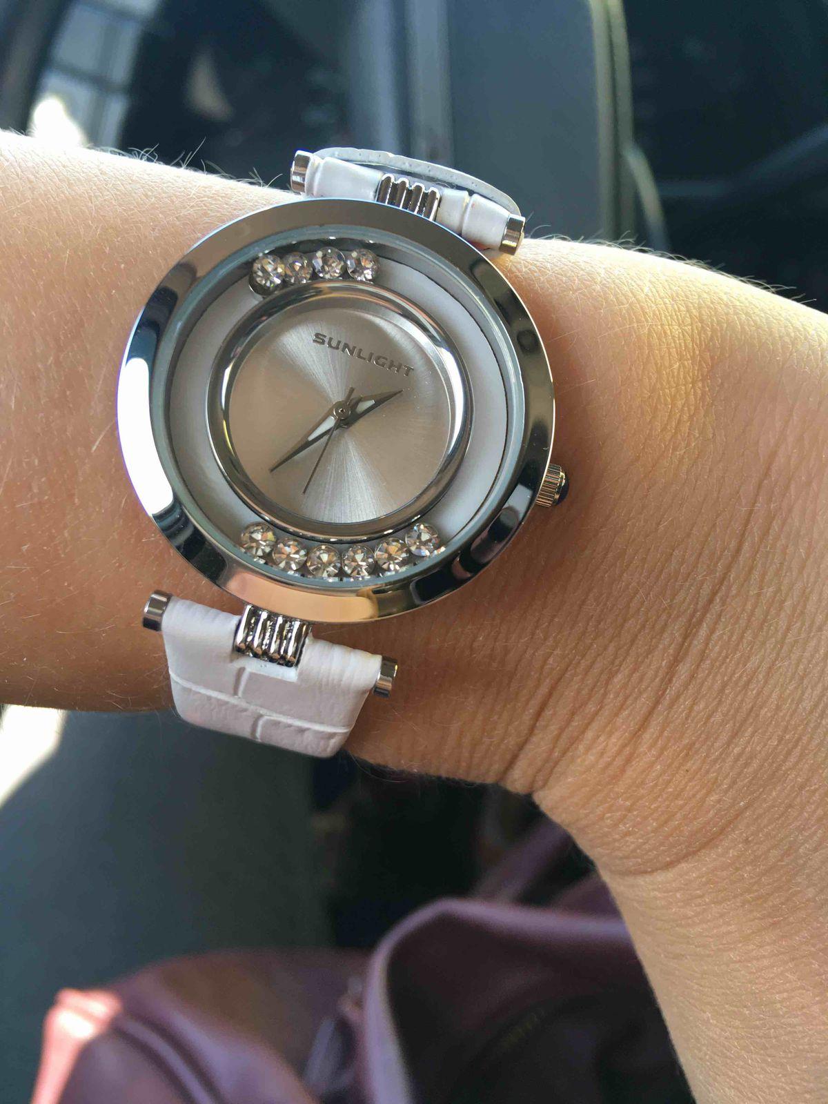Часы с танцующими кристаллами