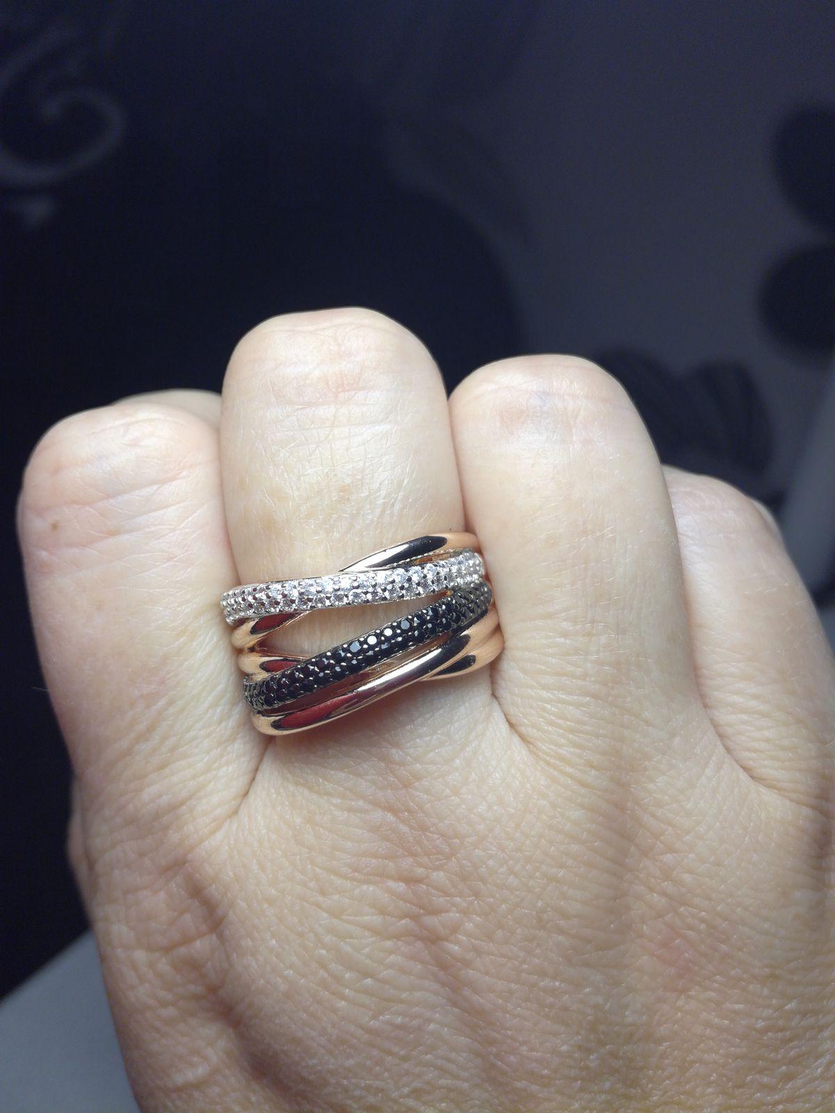 Приобрела кольцо с 50% скидкой,очень красивое.