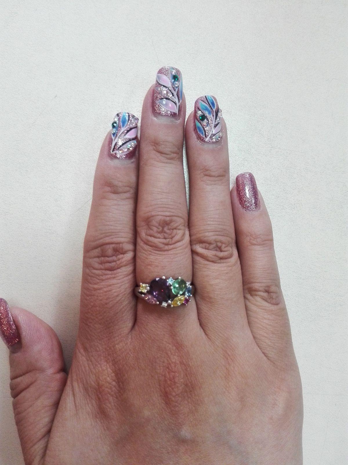 Серебряное кольцо с кубическими циркониями.