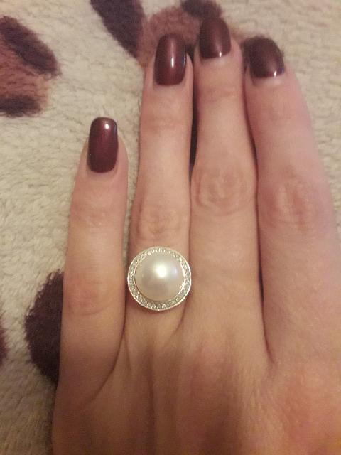 Шикарный вариант жемчуга в обрамлении бриллиантов.