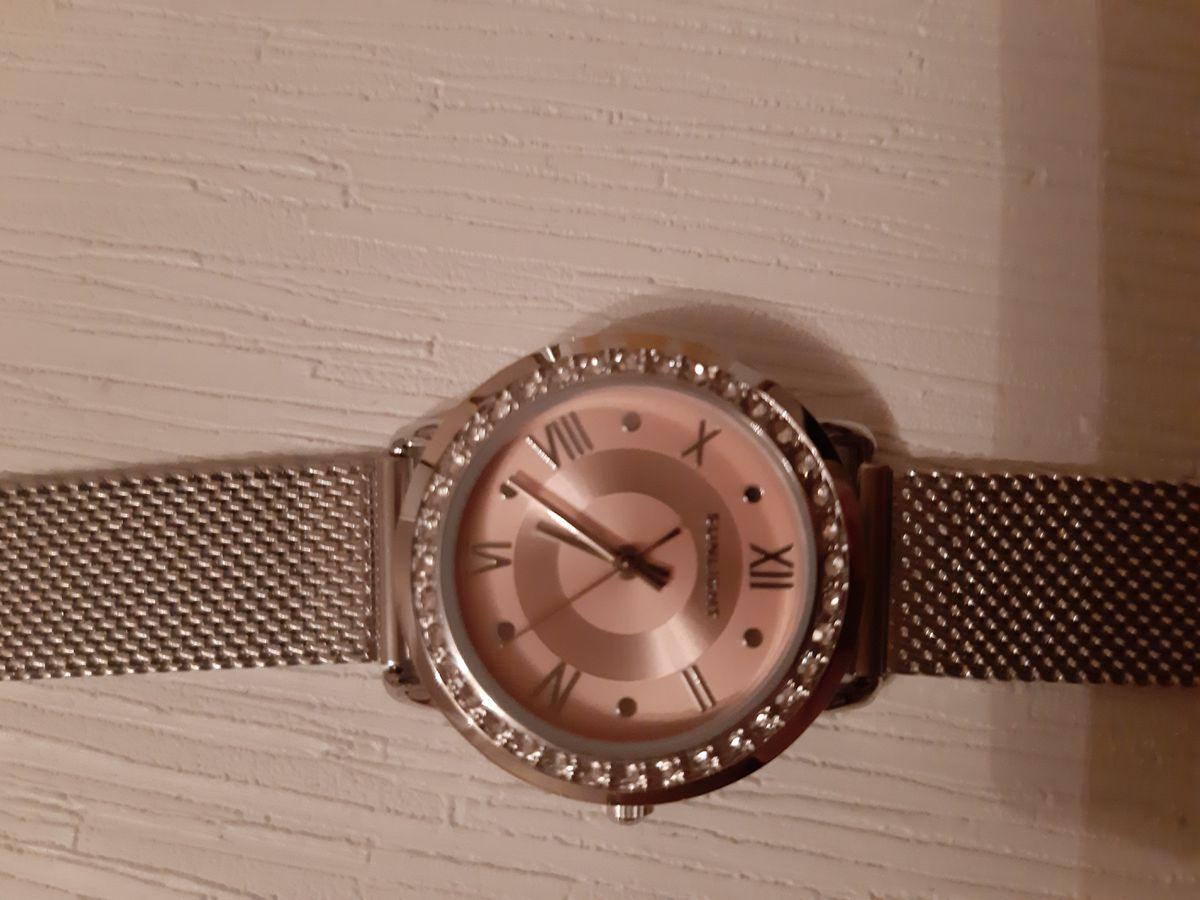 Очень красивые часы. Хоршо смотрятся на руке. Быстрая доставка. Спасибо!