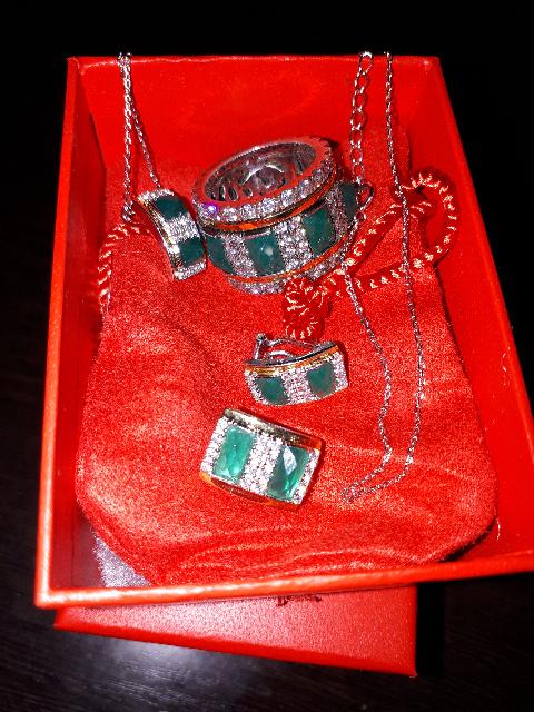 Мои первые серьги с зеленым камнем