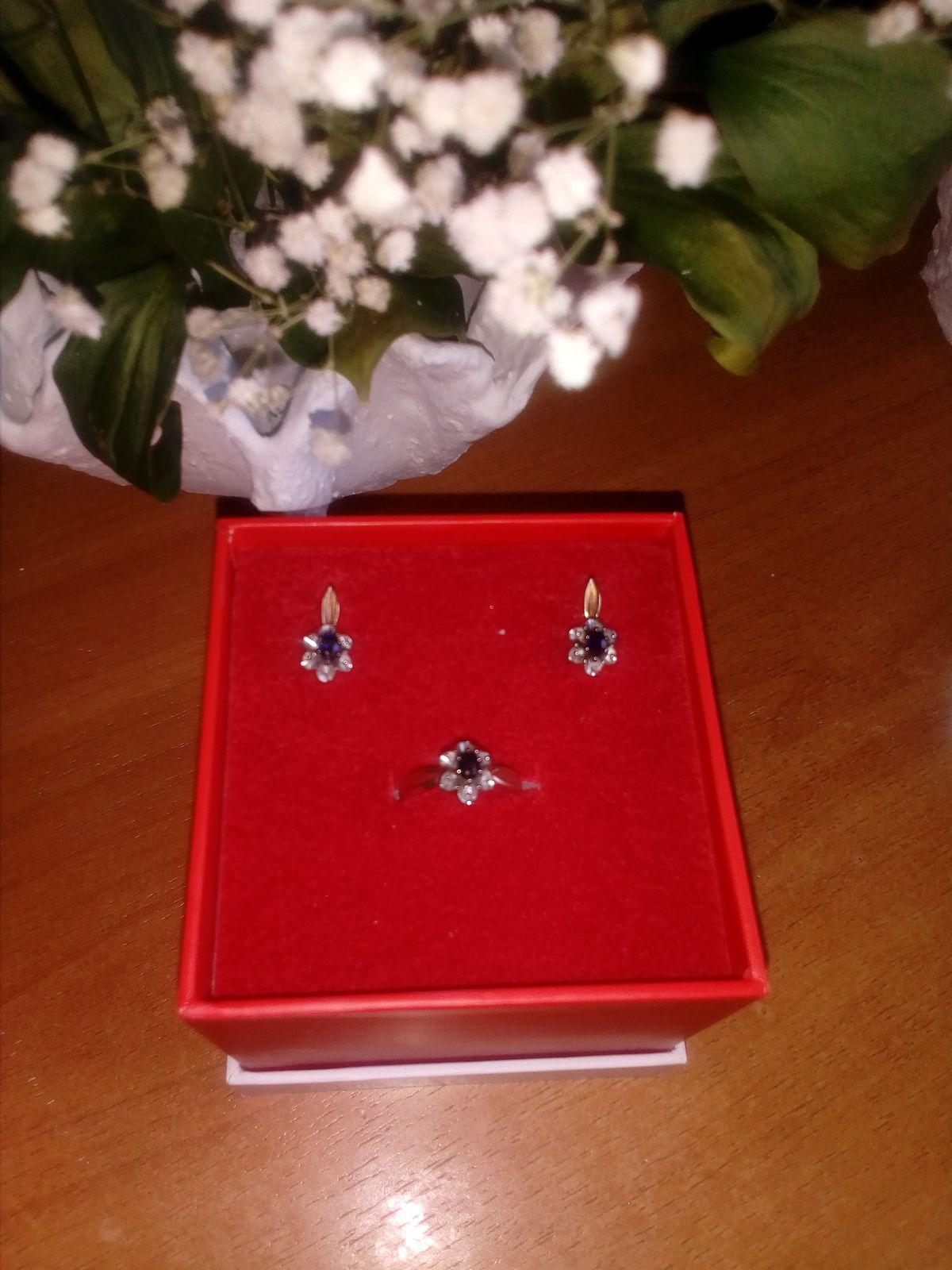 Кольцо сапфир и бриллиантамиОчень красивый .............................!!