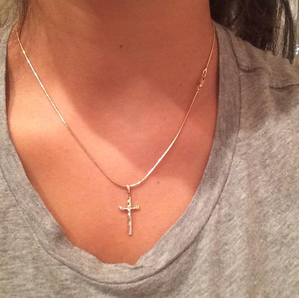 Крестик с бриллиантом