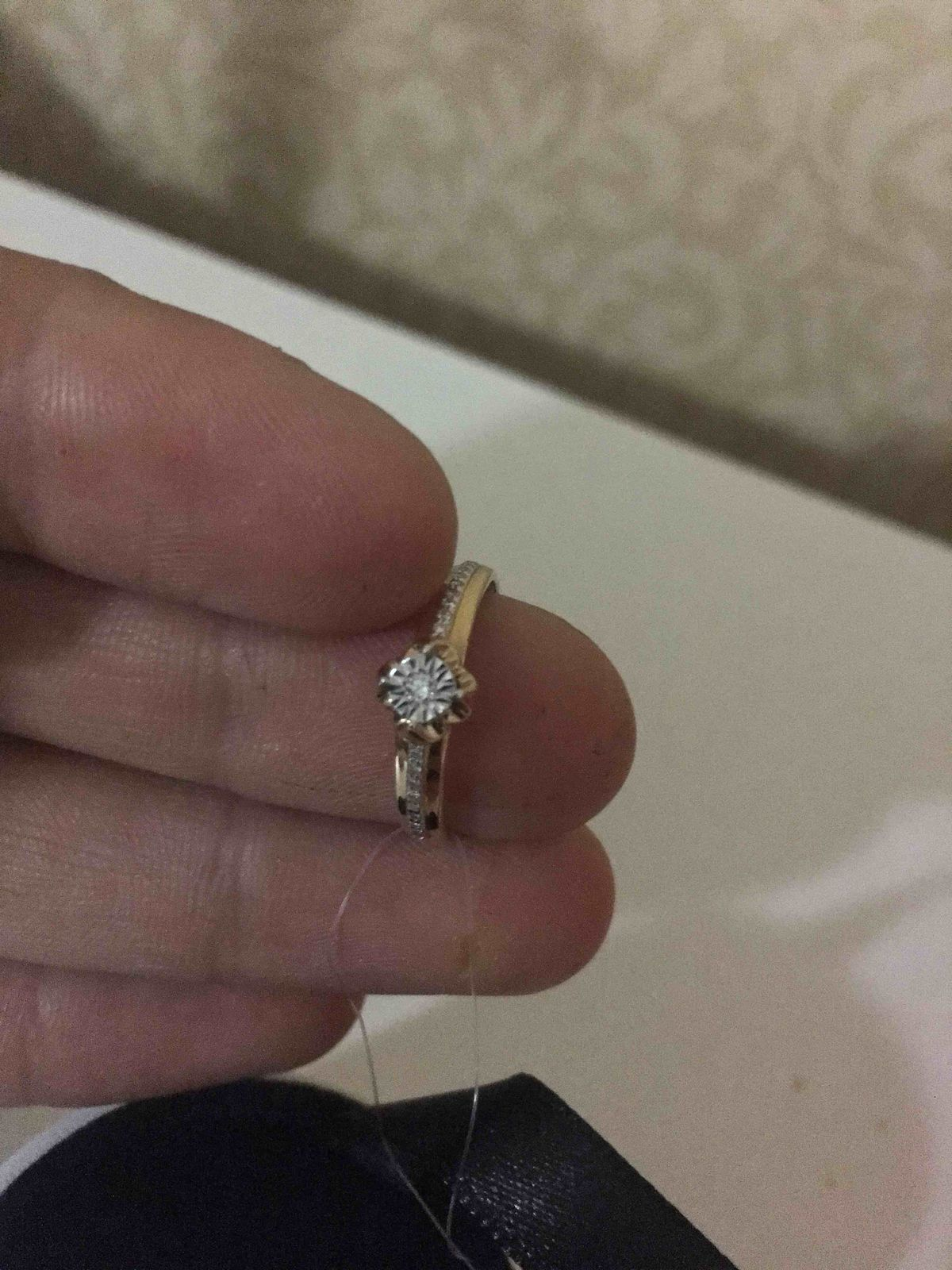 Чудесное кольцо с бриллиантом