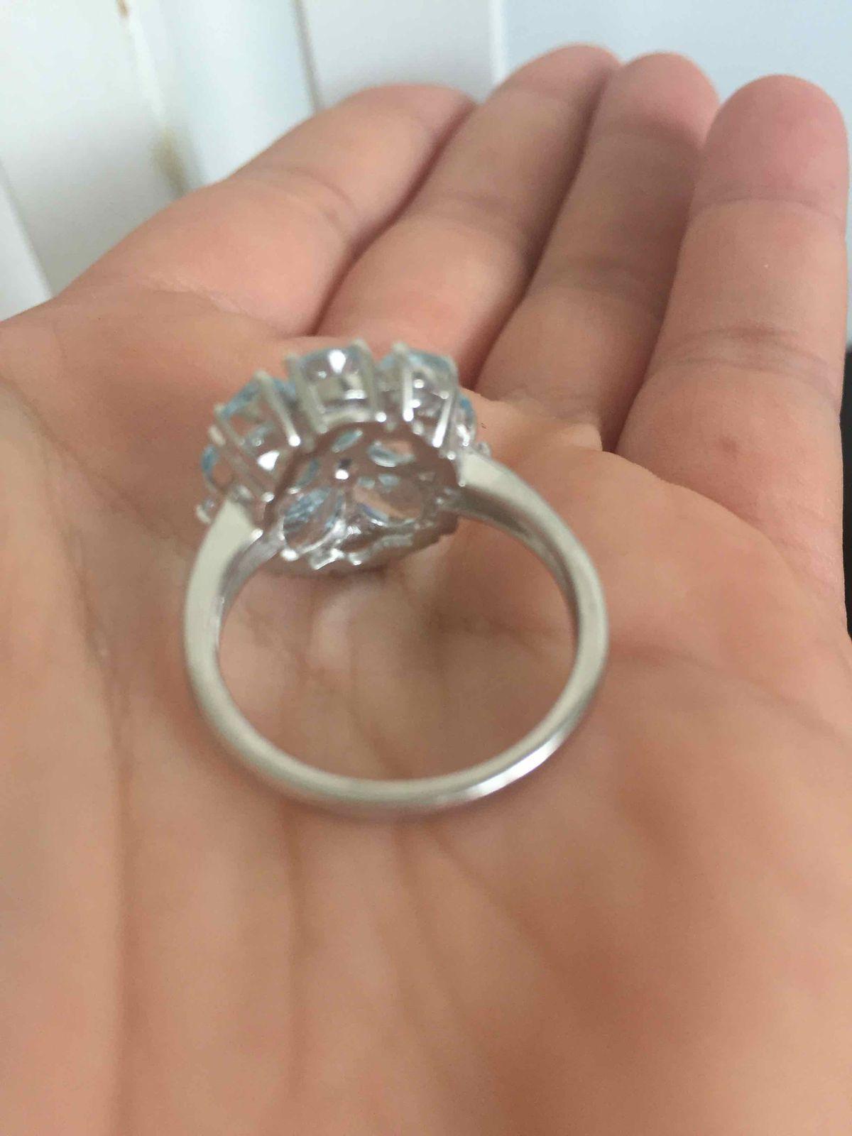 Яркое нежное кольцо с натуральными топпзами