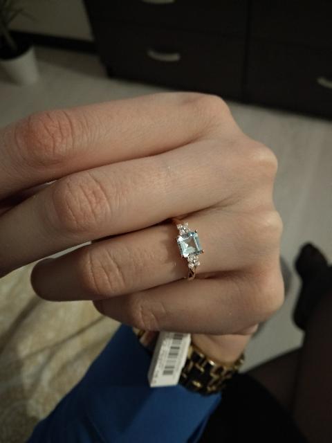 Кольцо с нежно-голубым топазом и фианитами