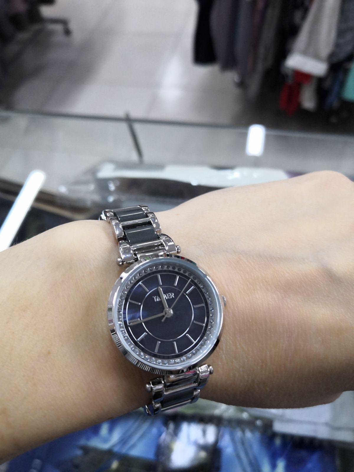 Часы, металлический браслет.