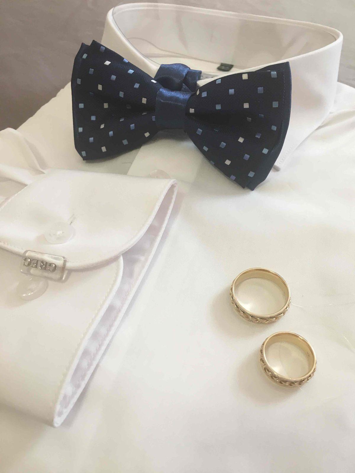 Обручальное кольцо,не простое украшение...Как в песне)