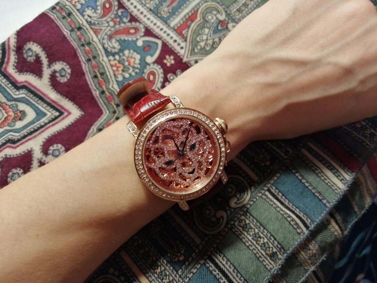 Очень нарядные часы
