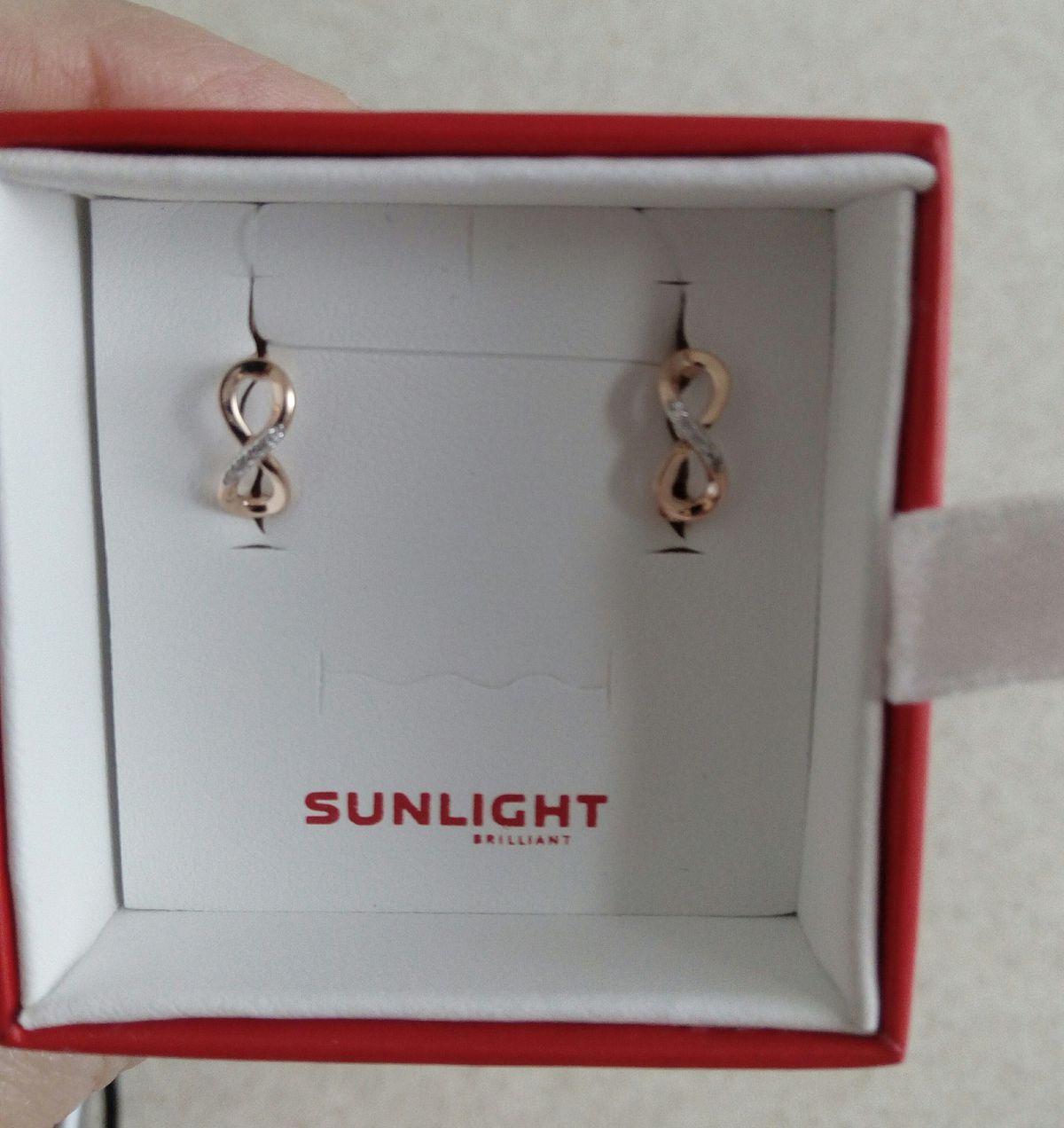Симпатичные серьги с маленькими бриллиантами