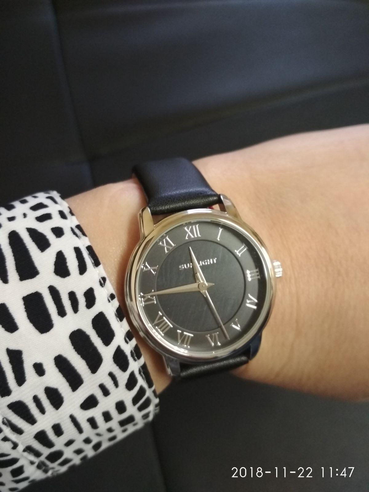 Очень красивые часы по доступной цене.