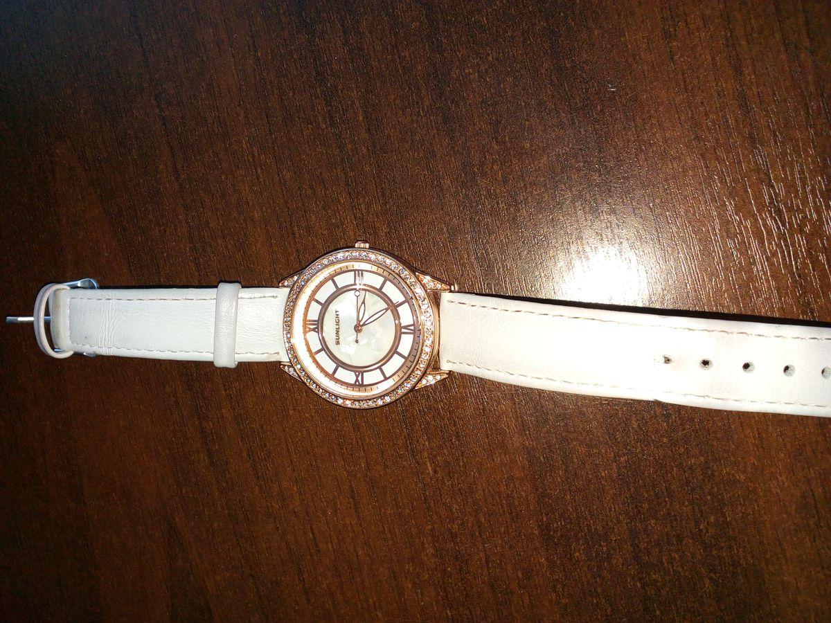 Часы с камешками