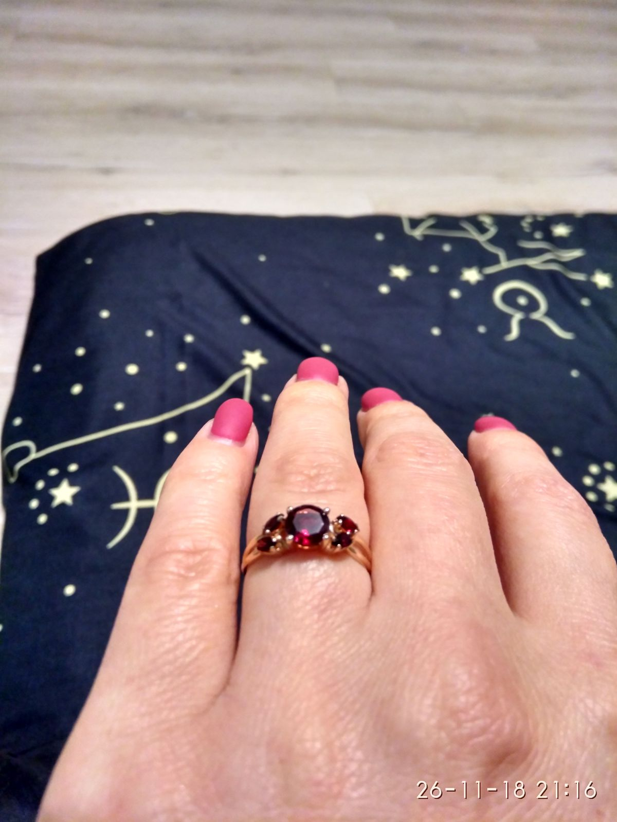 Кольцо очень красивое)))