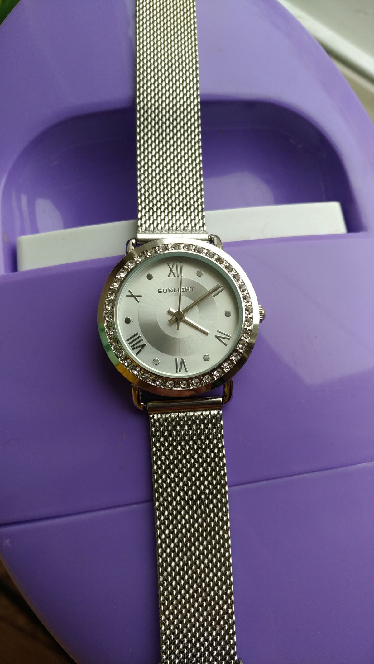 Красивые часы на тонкую руку.