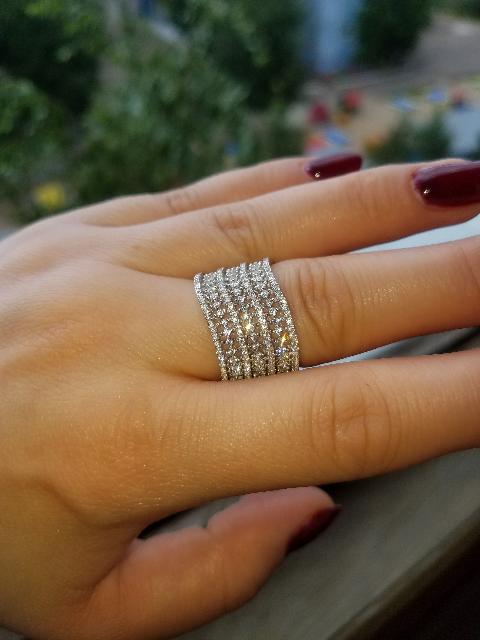 Кольцо серебряное с фианитами .