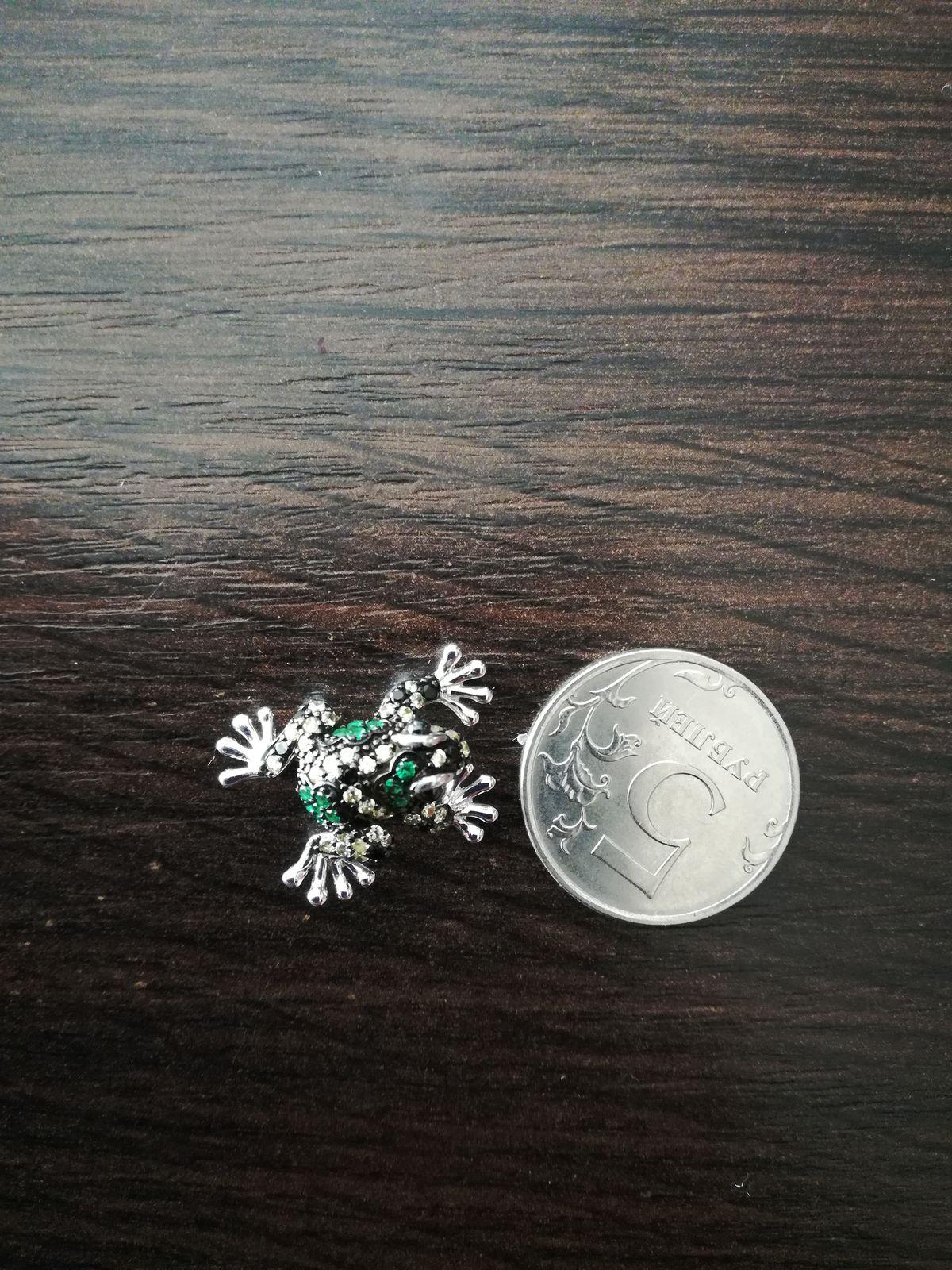 Серебряная брошечка