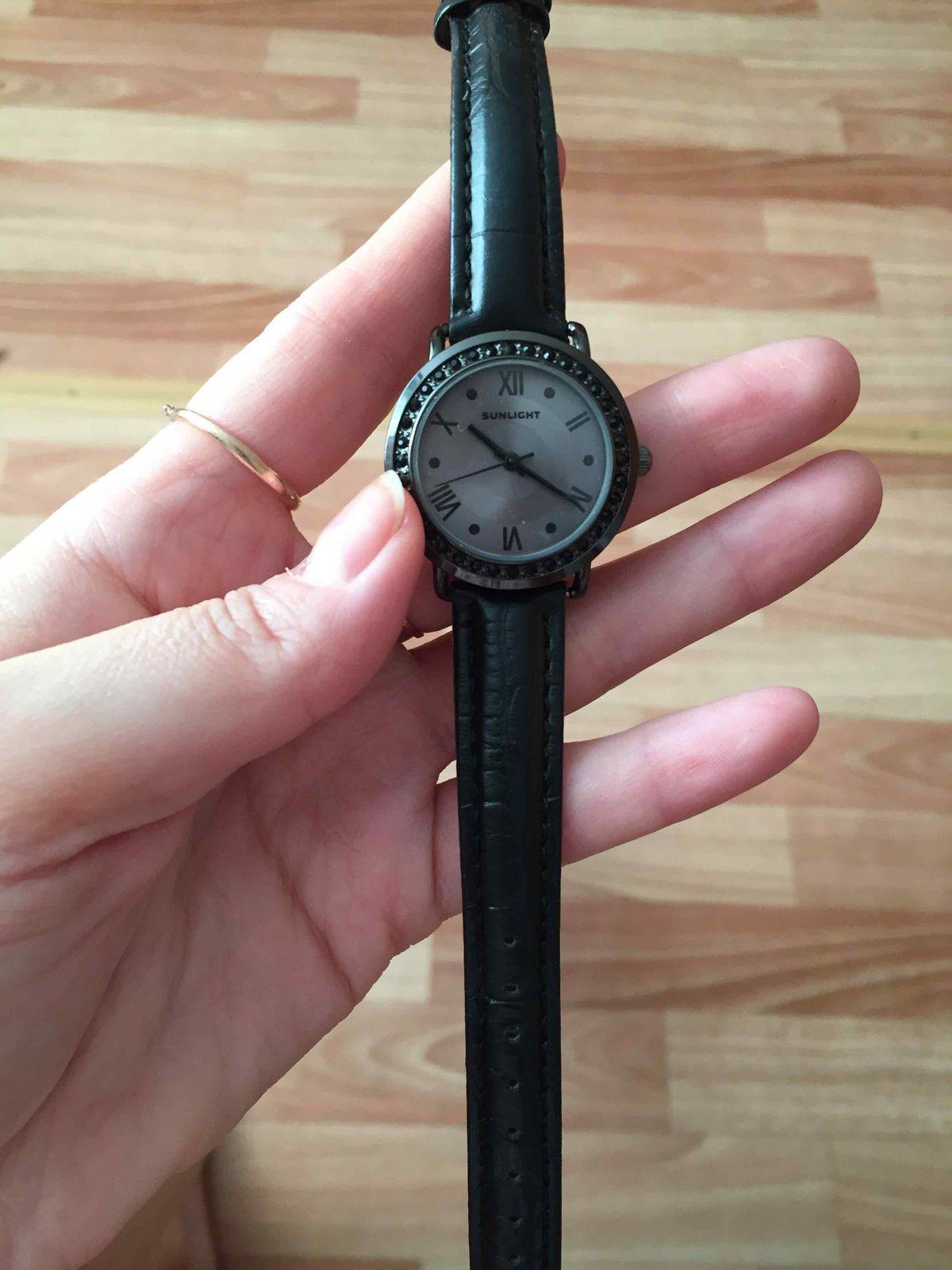 Часы с кожанным ремешком хороший подарок для вашей любимой девушки или мамы