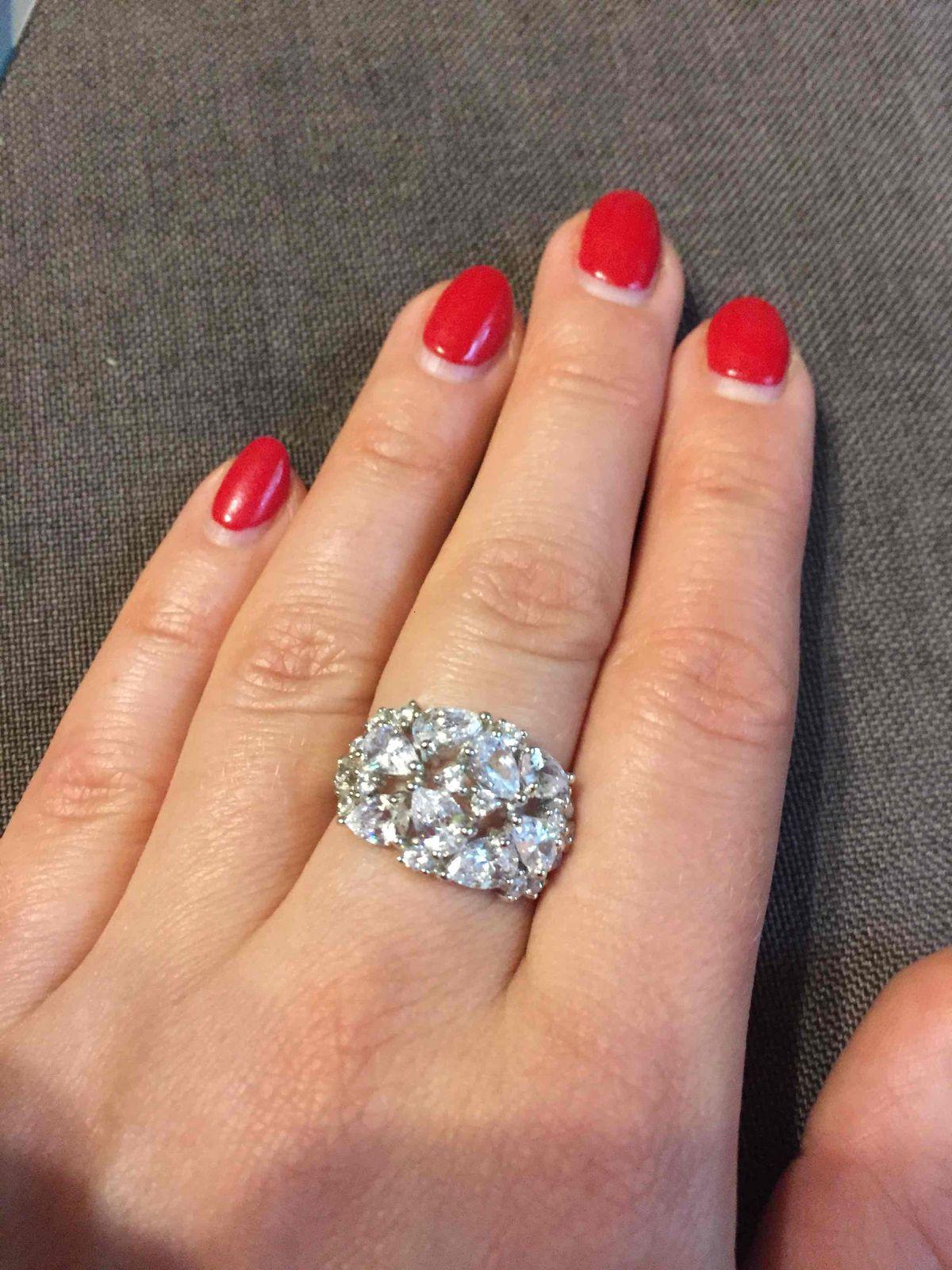 Нарядное кольцо для особых случаев