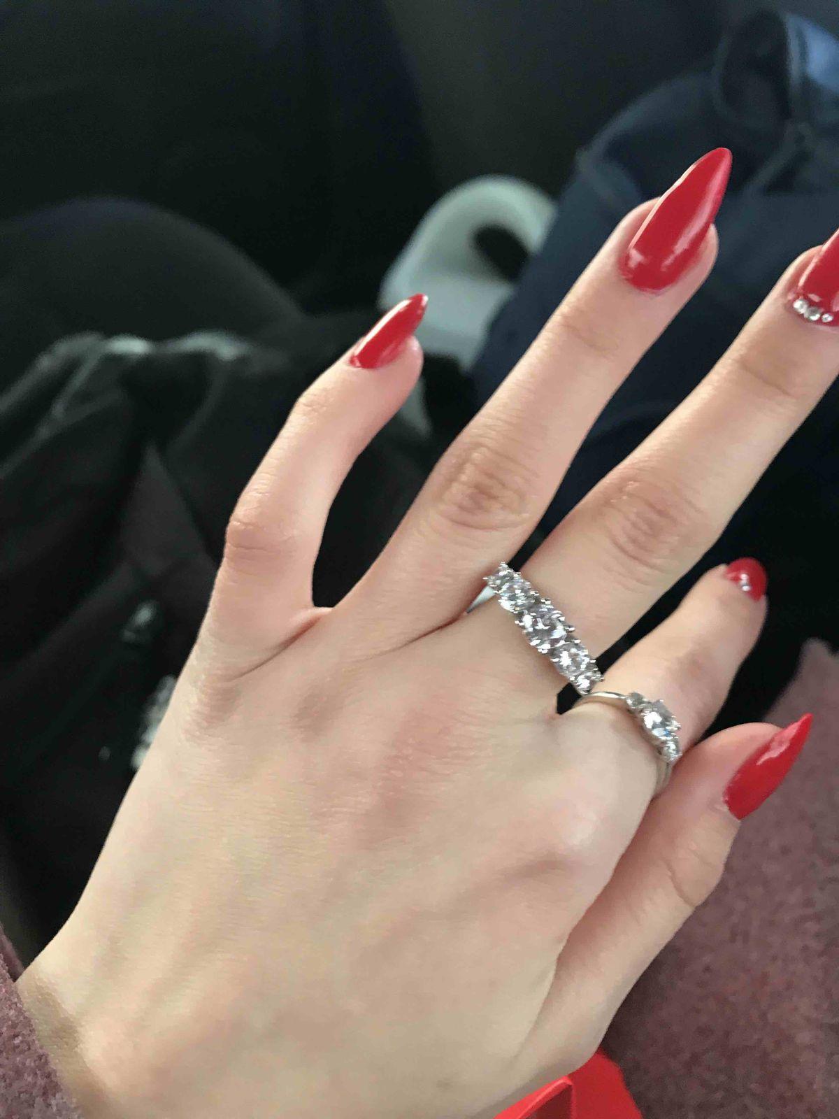 Серебрянное кольцо с фианитом,просто прекрасный подарок!