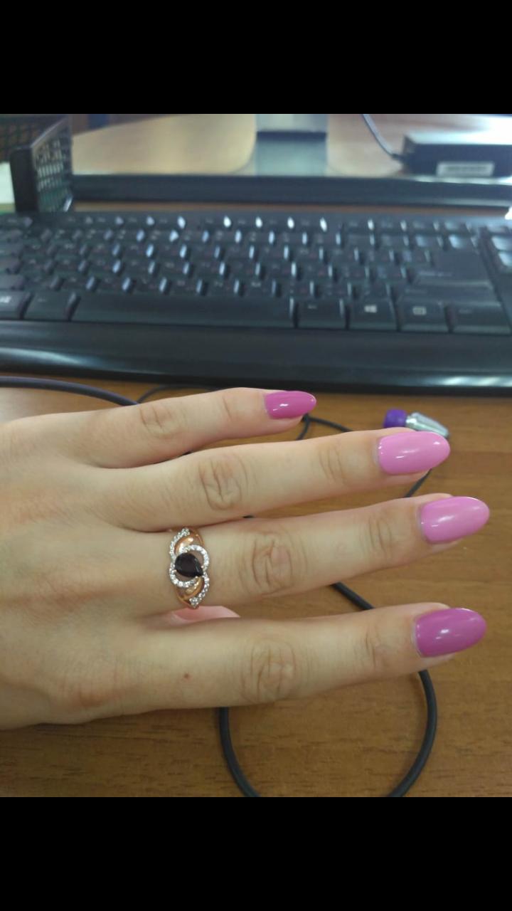 Красивое  кольцо  с гранатом