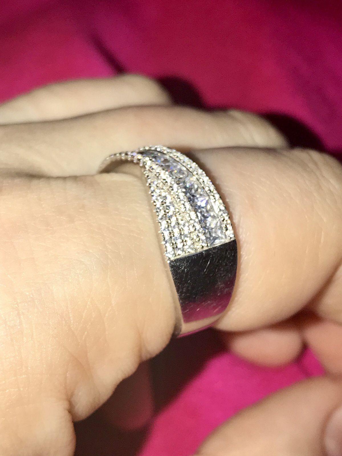 Нарядное кольцо.