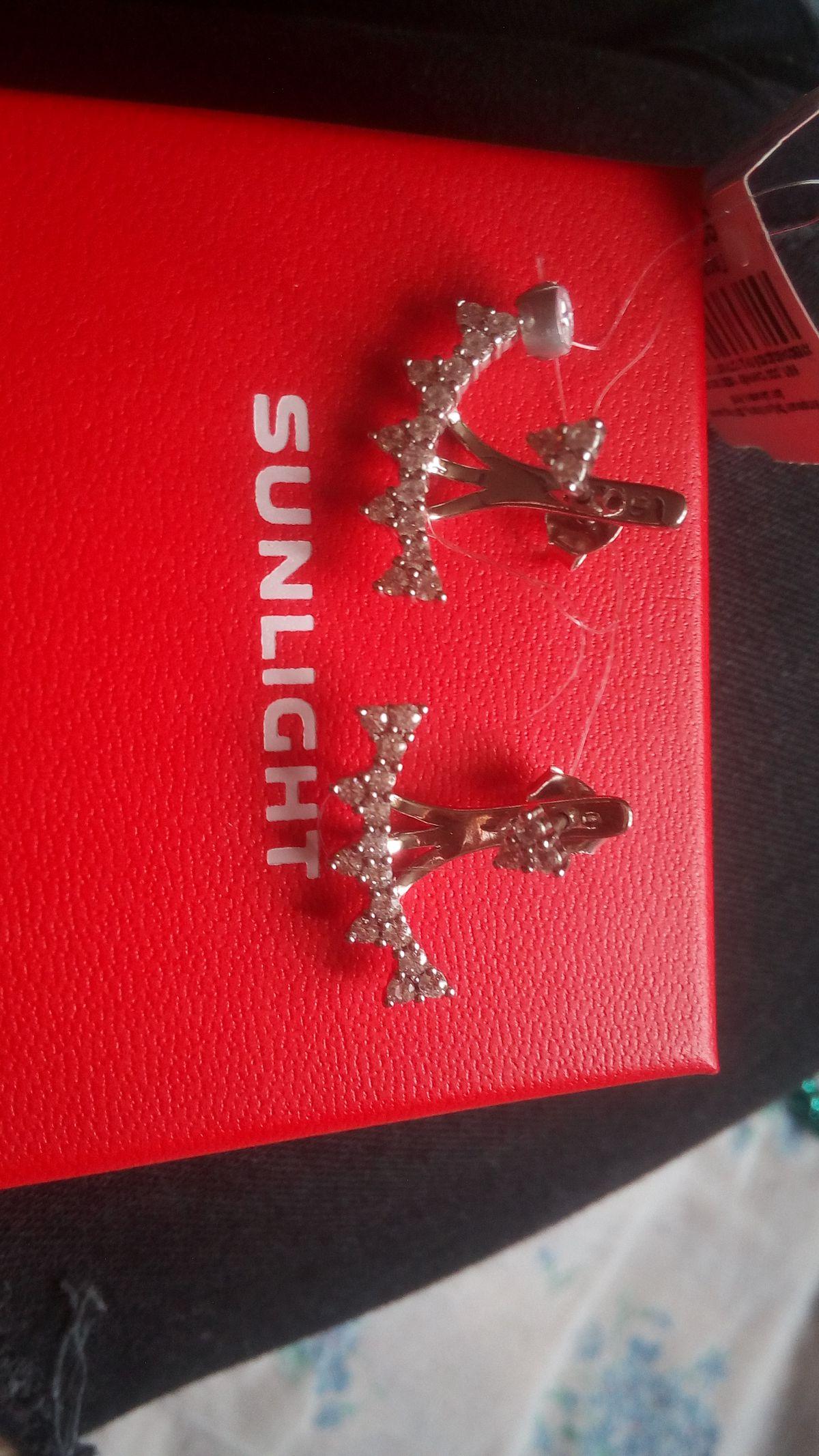 Серьги серебряные с  фианитами в подарок подруге