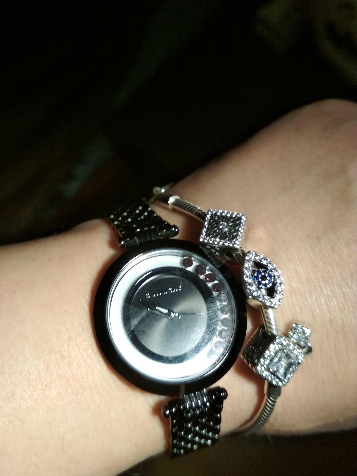Часы с плавающими кристаллами
