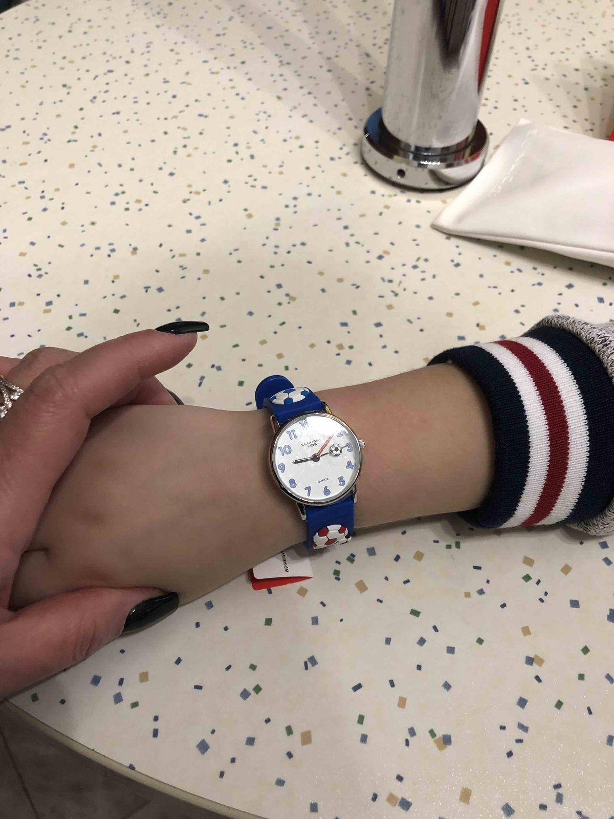 Приобрели детские часы .