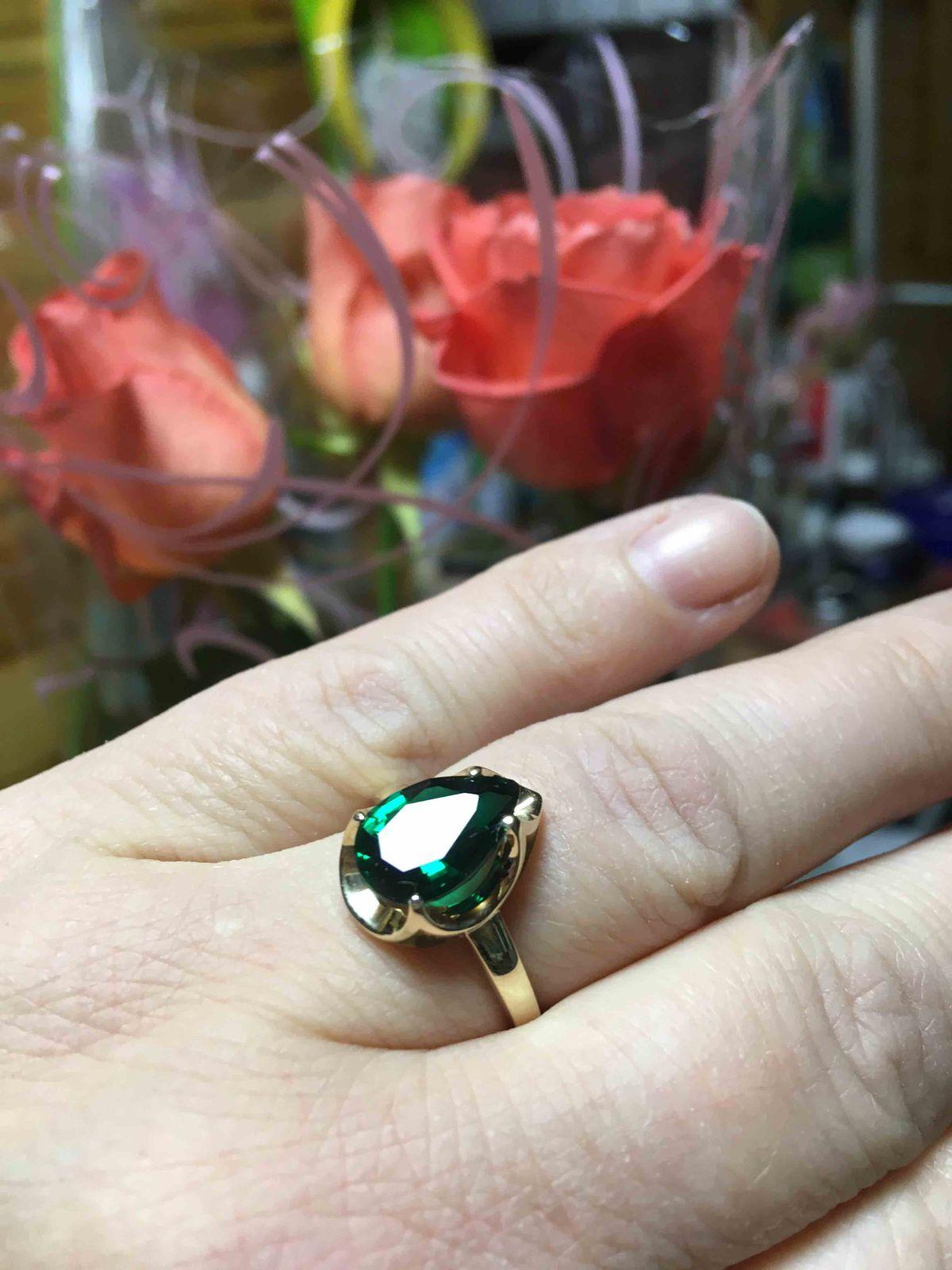 Шикарное кольцо с изумрудом