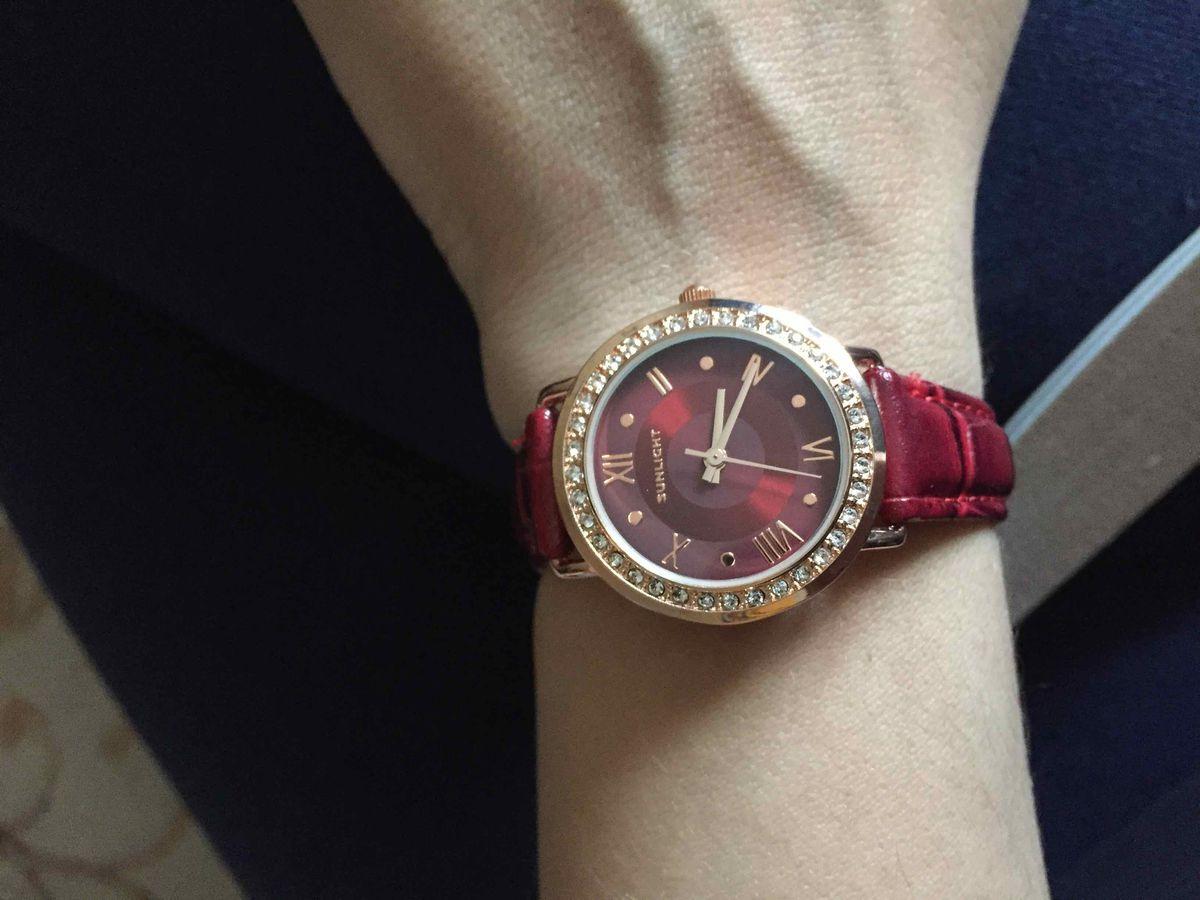 Стильные часы. покупкой довольна. Спасибо отдельно девушке продавцу!)