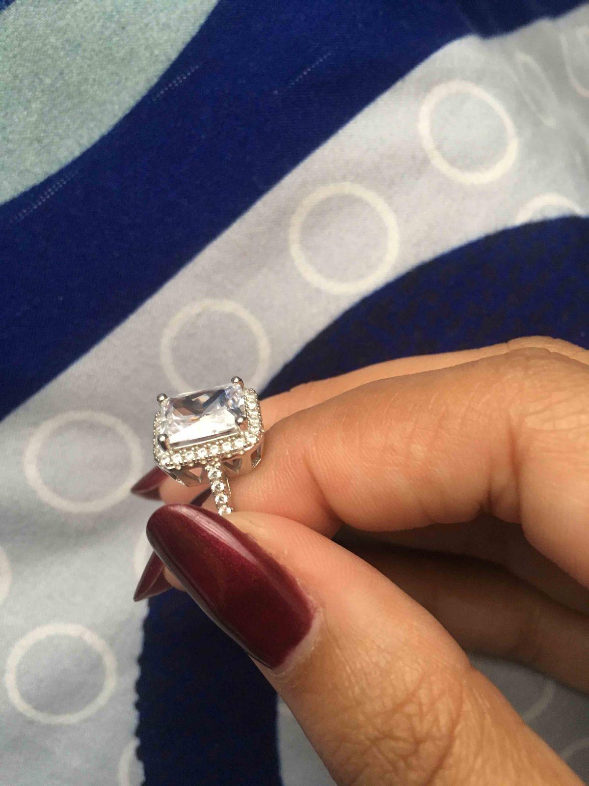 Проверяйте! у меня кольцо и серьги со сколами!