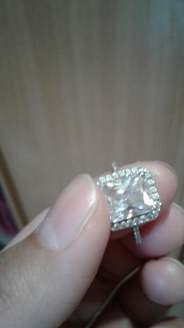 Приобрела это кольцо , и не жалею о своем выборе.