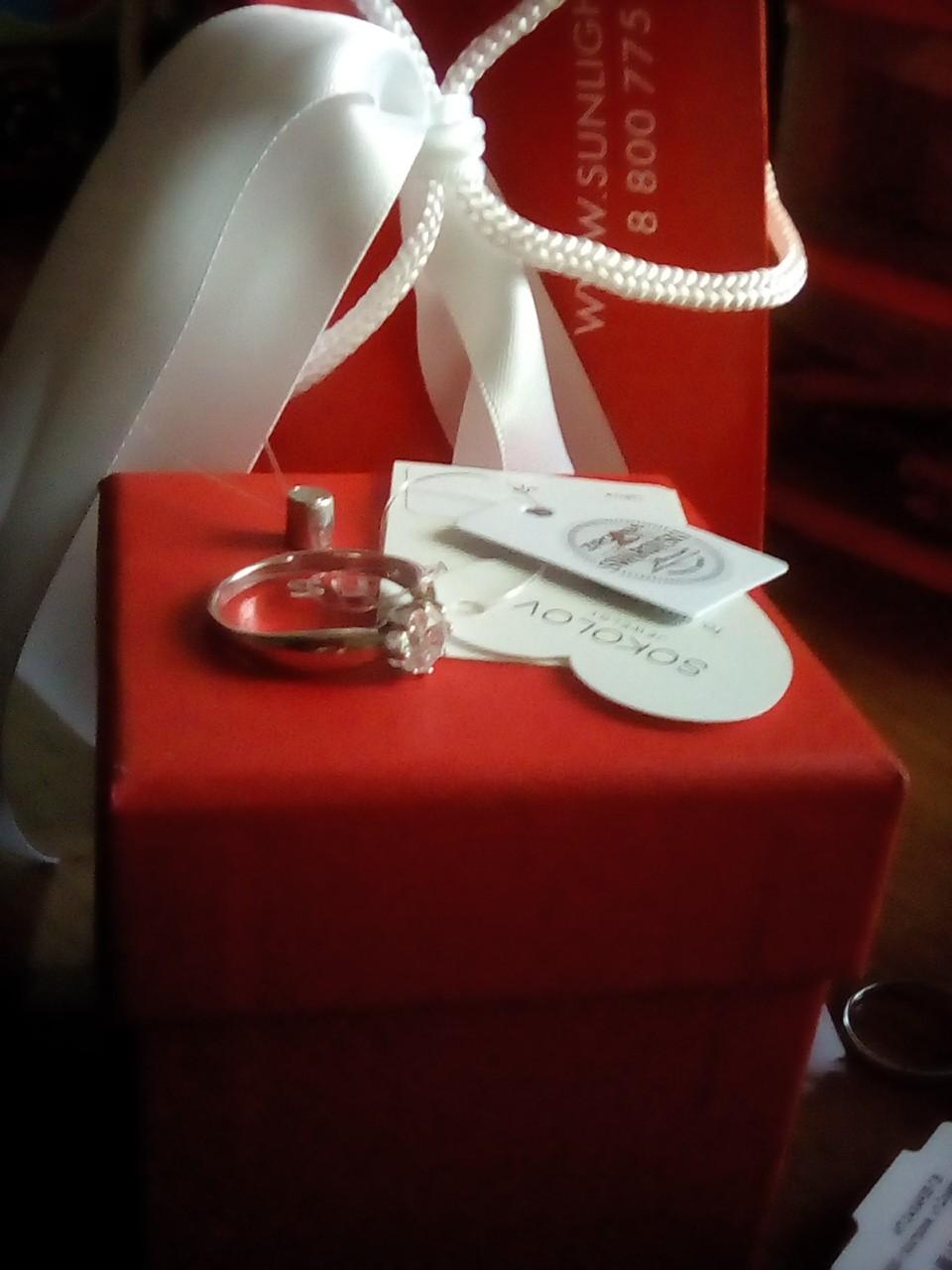 Классное серебряное кольцо с фианитами)