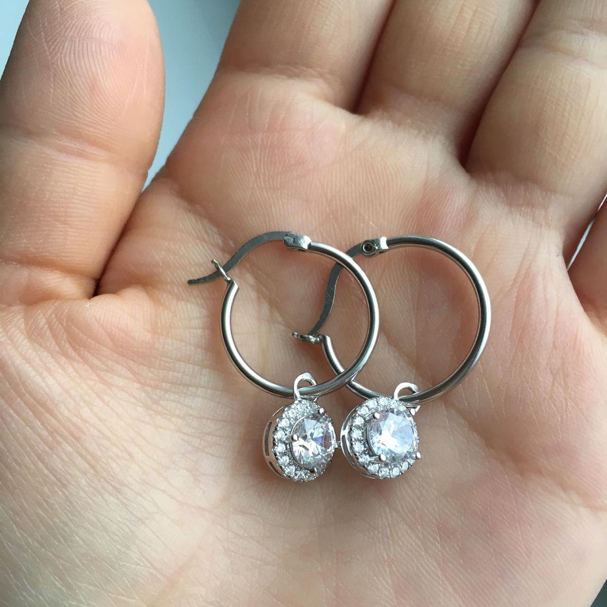 Красивые серебряные серьги с фианитами