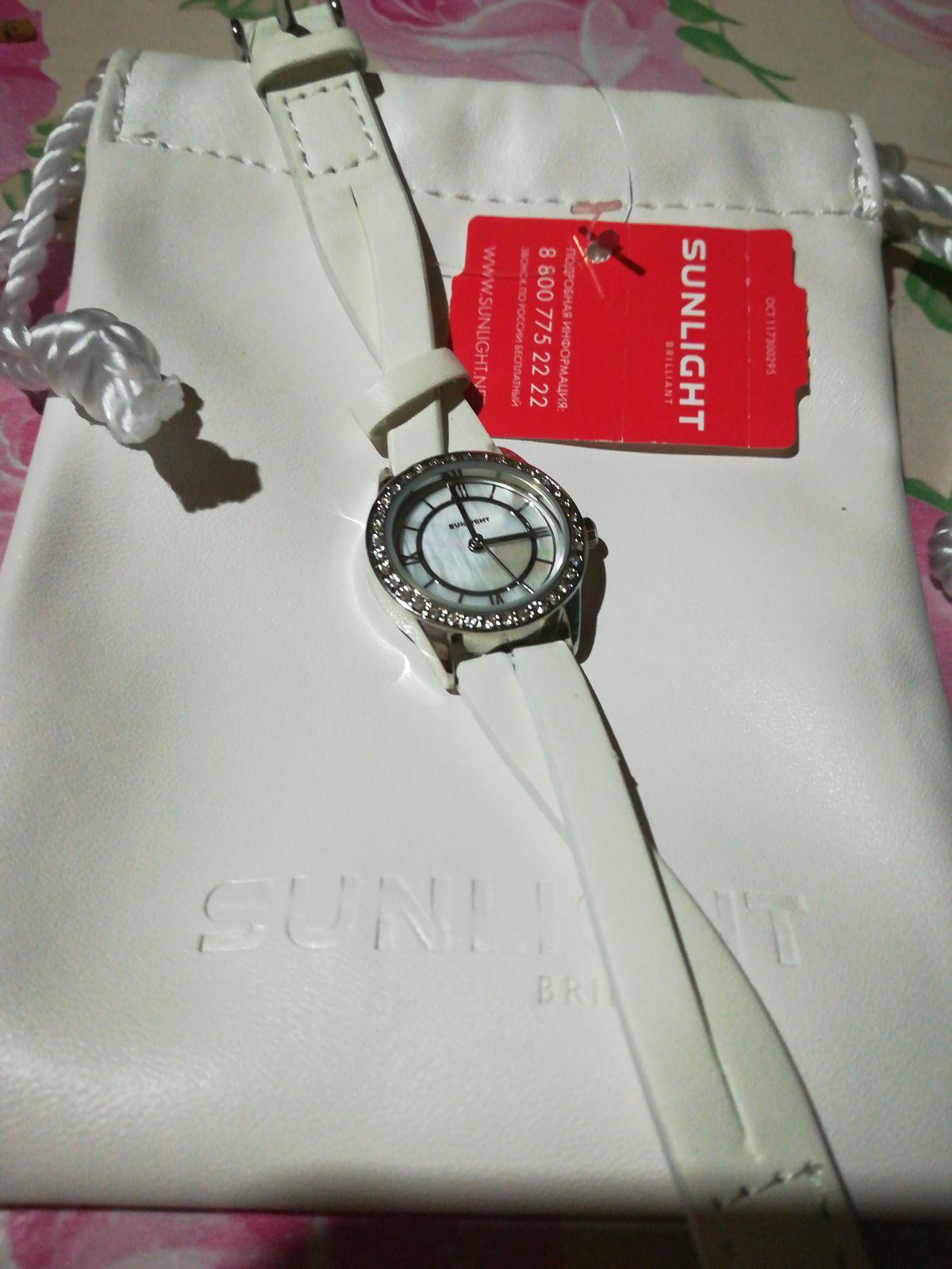 Часы прекрасны, на руке смотрятся нежно и красиво.