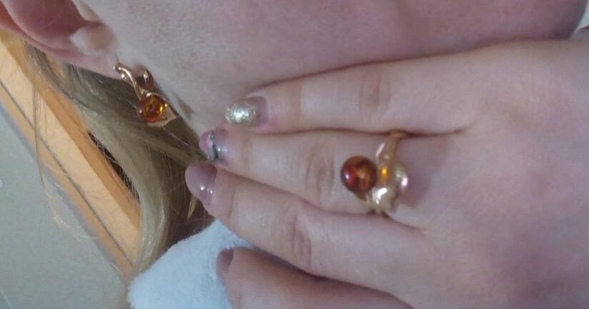 Серьги и кольцо с янтарем.