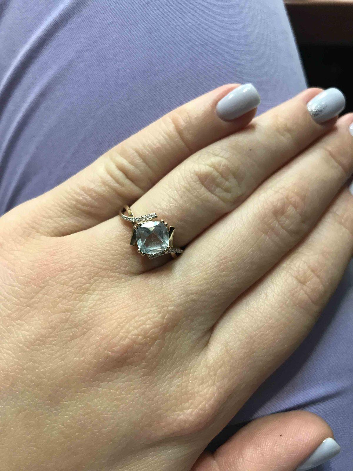 Нежное кольцо с голубым топазом