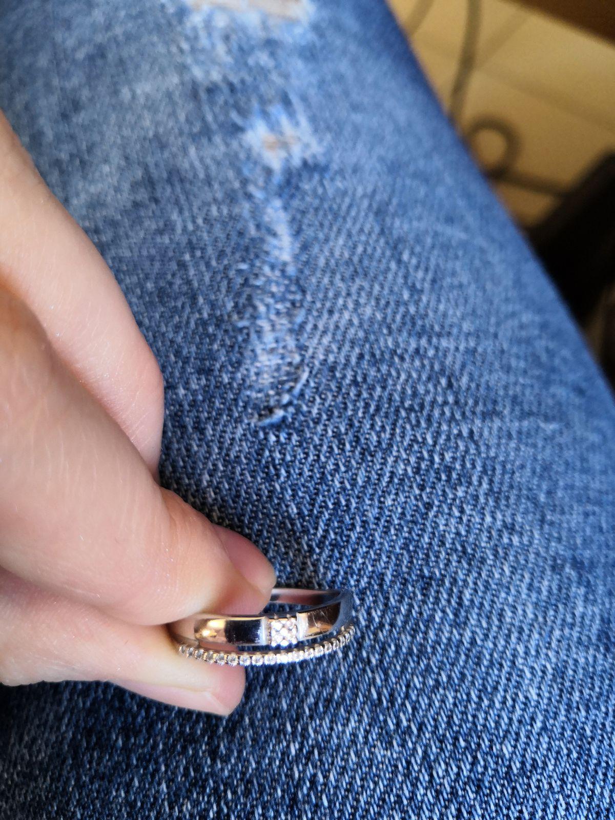 Аккуратно и изящное кольцо