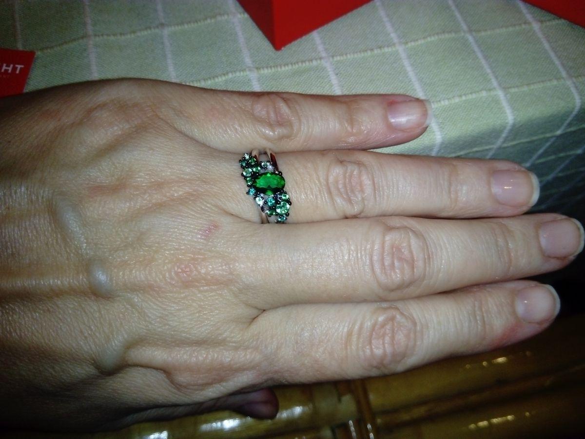 Шикарное кольцо, изумительный цвет камней, радует глаз каждый день!