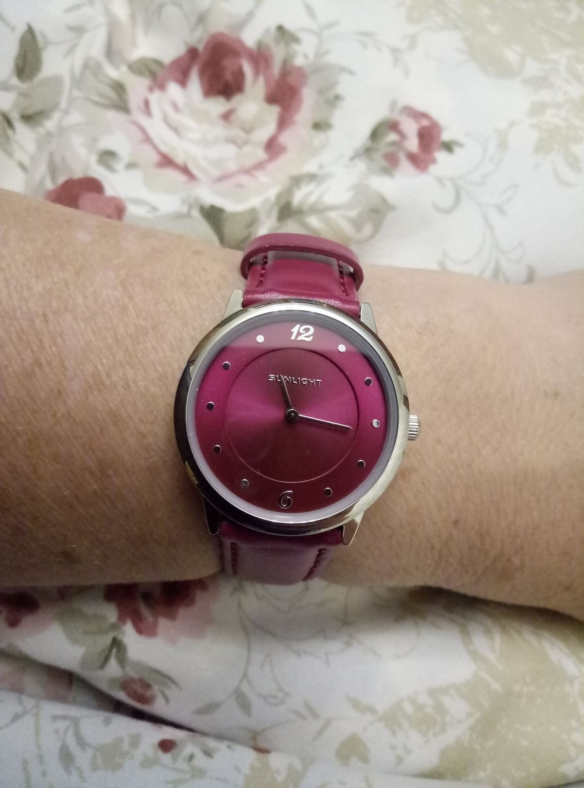 Такие часы необходимы каждой женщине :)