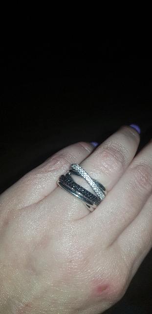 Крупное кольцо с фианитами